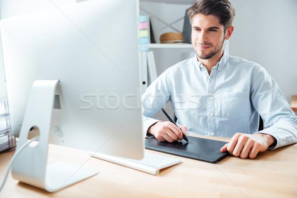 Férfi designer dolgozik számítógéphasználat grafikus tabletta Stock fotó © deandrobot