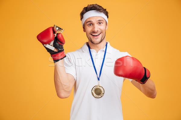 Mann Boxer rot Handschuhe Medaille halten Stock foto © deandrobot