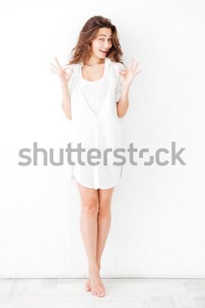 Młoda dziewczyna biały shirt Zdjęcia stock © deandrobot