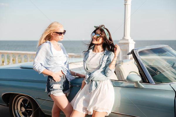Dwie kobiety stałego kabriolet lata dwa piękna Zdjęcia stock © deandrobot