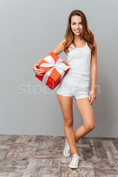 Foto stock: Retrato · casual · mujer · caja · de · regalo