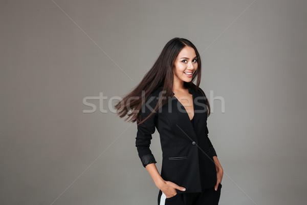 Gülümseyen kadın siyah takım elbise ayakta bakıyor kamera gülen Stok fotoğraf © deandrobot
