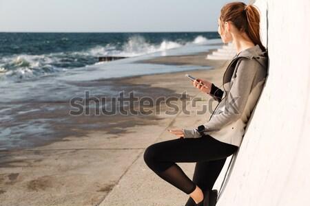 Runner сидят лестницы морем вид сбоку Сток-фото © deandrobot