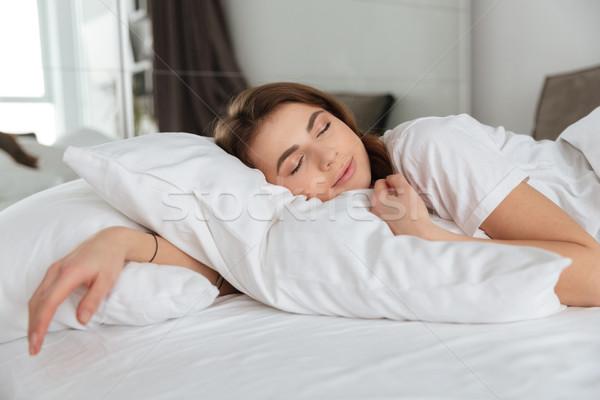 Mulher bonita mentiras cama casa adormecido Foto stock © deandrobot