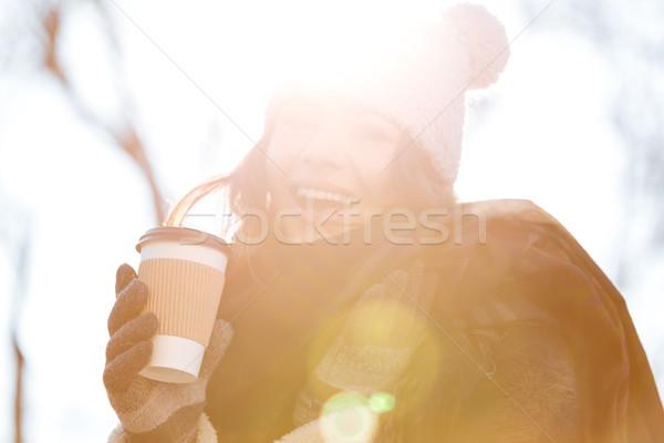 商業照片: 女子 · 飲用水 · 戶外 · 咖啡 · 晴朗