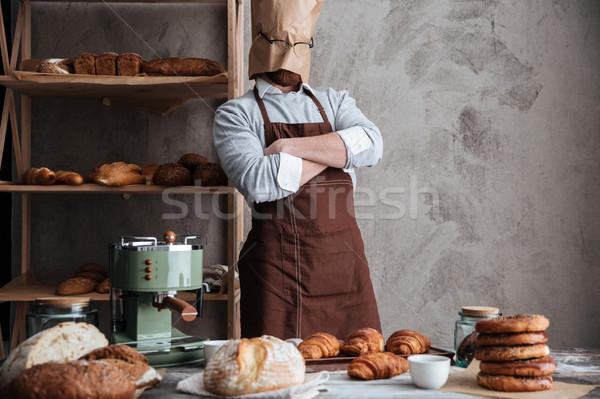 Piekarz stałego piekarni chleba obraz młody człowiek Zdjęcia stock © deandrobot