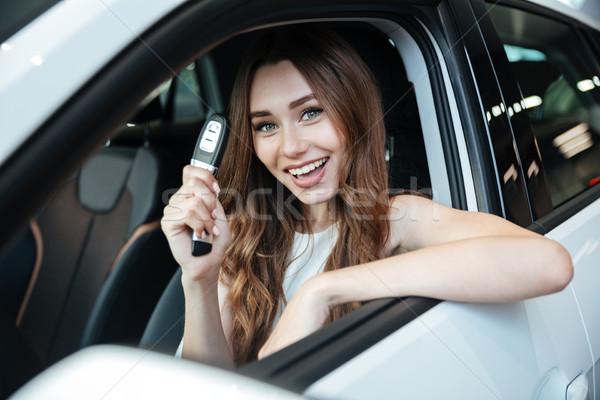 Photo stock: Heureux · femme · souriante · séance · à · l'intérieur · nouvelle · voiture