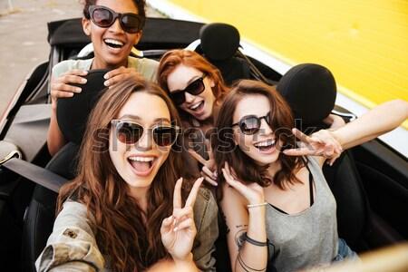 Zdjęcia stock: Grupy · wesoły · młodych · kobiet · wraz · samochodu