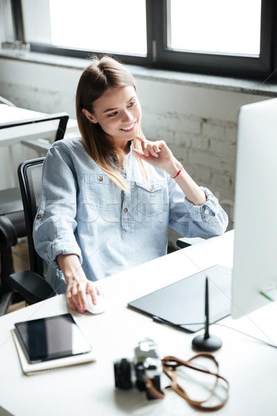 Boldog fiatal nő munka iroda számítógéphasználat kép Stock fotó © deandrobot