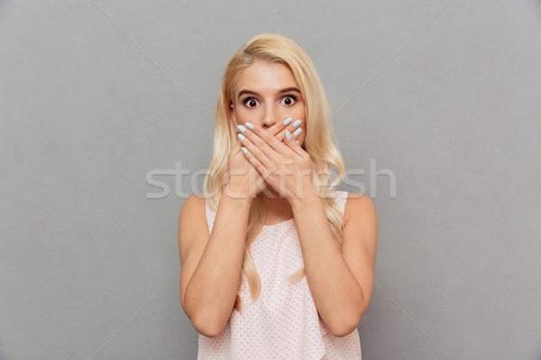 Portré megrémült nő befogja száját kezek néz Stock fotó © deandrobot