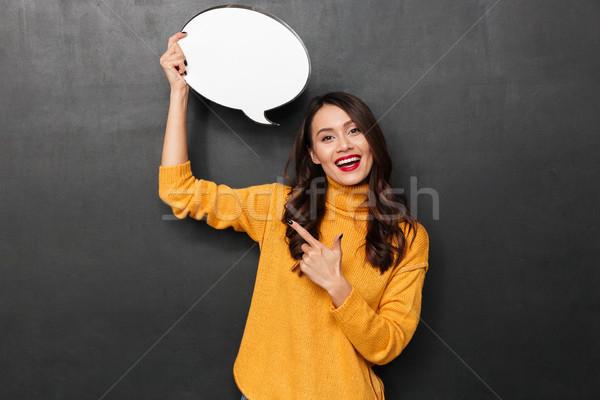 Boldog barna hajú nő pulóver tart szövegbuborék Stock fotó © deandrobot