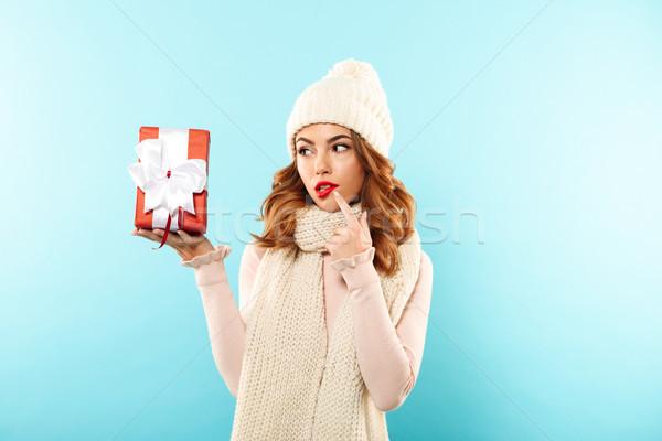 Portré töprengő csinos lány kalap sál Stock fotó © deandrobot