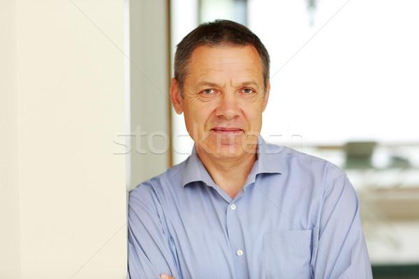 Portré boldog érett férfi üzlet mosoly háttér Stock fotó © deandrobot