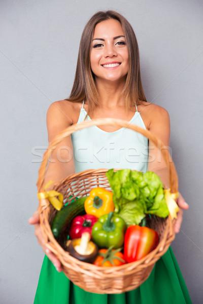 Сток-фото: женщину · корзины · овощей · портрет · довольно