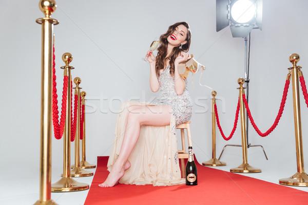 женщину питьевой шампанского красный ковер улыбающаяся женщина Сток-фото © deandrobot