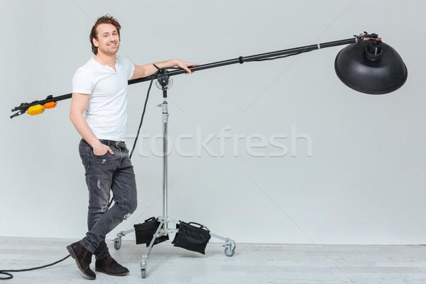 Heureux Homme photographe matériel d'éclairage portrait Photo stock © deandrobot