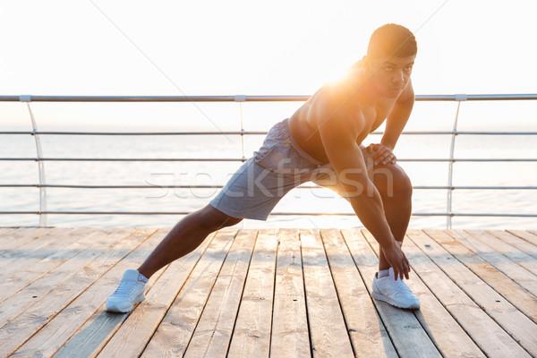 Yakışıklı gömleksiz Afrika adam egzersiz Stok fotoğraf © deandrobot