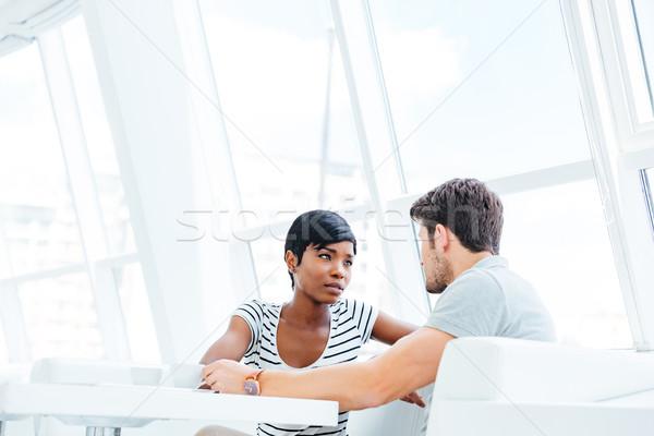 красивая женщина очки сидят говорить дружок довольно Сток-фото © deandrobot