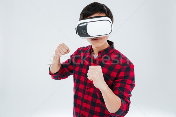Férfi visel virtuális valóság berendezés áll Stock fotó © deandrobot