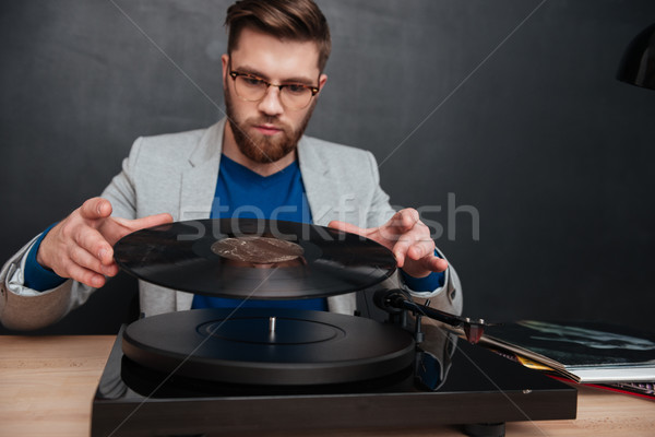 Genç gramofon stüdyo oturma tablo yalıtılmış Stok fotoğraf © deandrobot