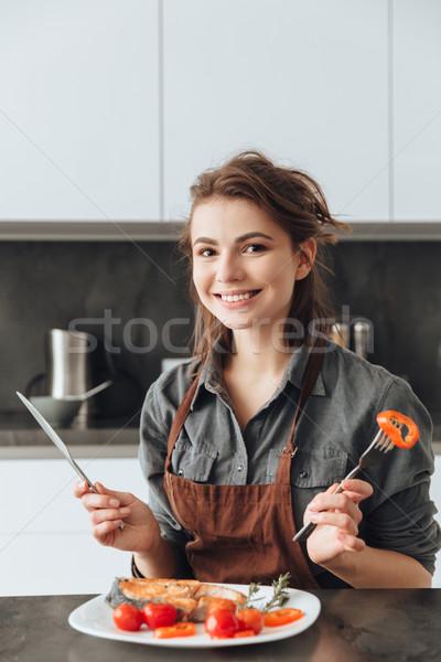 Foto stock: Alegre · sesión · cocina · comer · peces