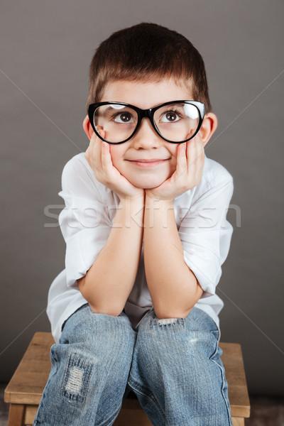 Töprengő kicsi fiú szemüveg gondolkodik álmodik Stock fotó © deandrobot