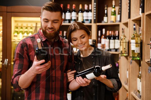 Sorridente amoroso casal supermercado escolher álcool Foto stock © deandrobot