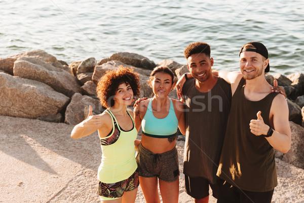 Topo ver quatro feliz fitness pessoas Foto stock © deandrobot
