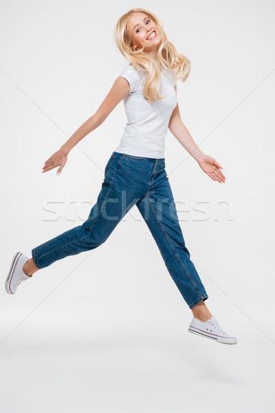Ritratto bella gioioso donna jumping Foto d'archivio © deandrobot