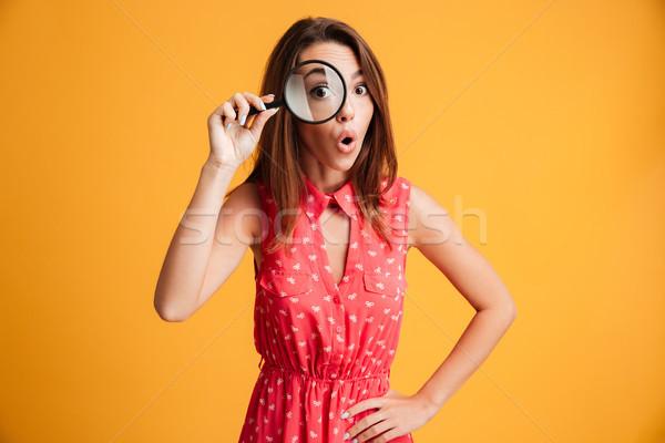 Primo piano ritratto sorpreso bella donna guardando fotocamera Foto d'archivio © deandrobot
