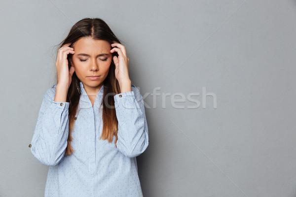 Zavart barna hajú nő póló csukott szemmel fejfájás Stock fotó © deandrobot