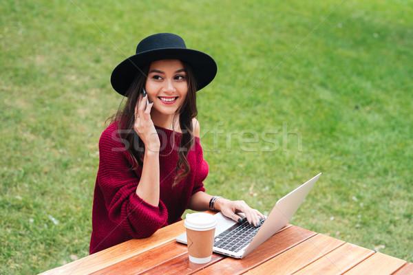 Zdjęcia stock: Portret · wesoły · młodych · asian · dziewczyna · za · pomocą · laptopa