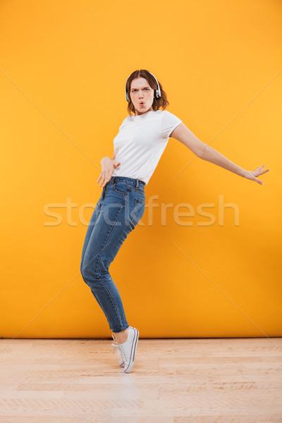 Zdjęcia stock: Emocjonalny · funny · młoda · kobieta · taniec · odizolowany · obraz