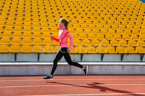 Mulher corrida estádio retrato ao ar livre menina Foto stock © deandrobot