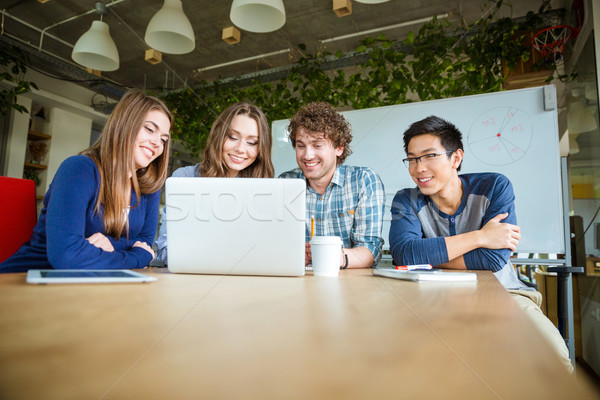 Öğrenciler oturma sınıf dizüstü bilgisayar kullanıyorsanız mutlu neşeli Stok fotoğraf © deandrobot