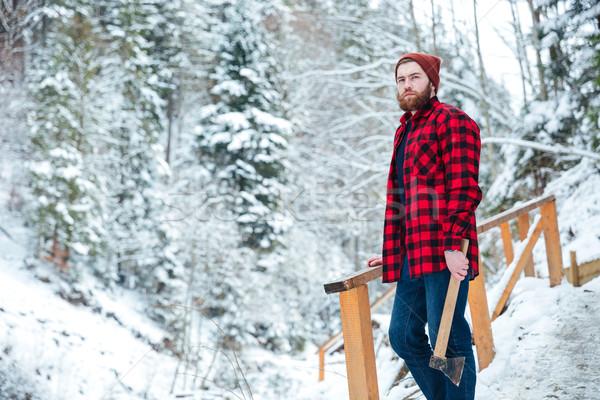 Bonito pensativo homem machado em pé montanha Foto stock © deandrobot