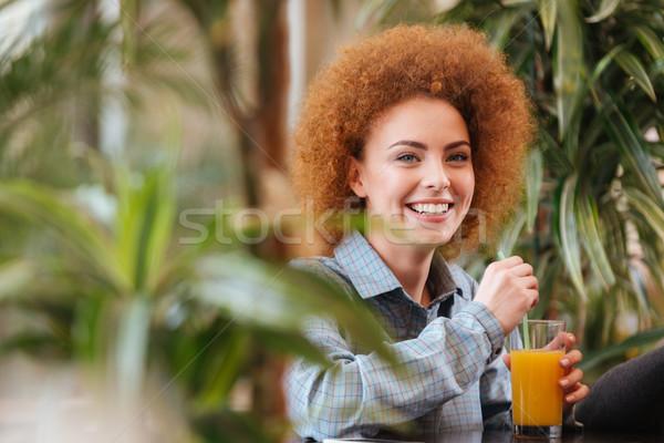 Stock fotó: Derűs · nő · iszik · narancslé · kávézó · zöld