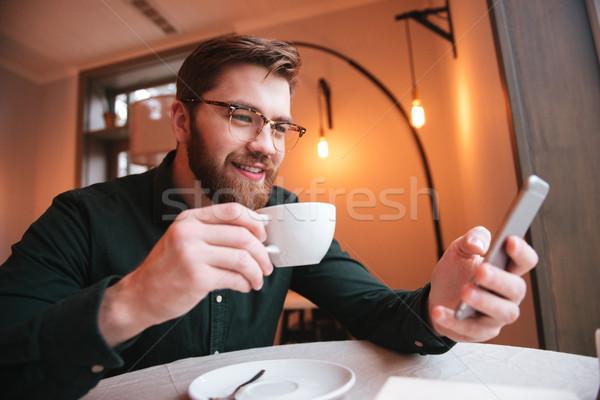Ritratto sorridere barbuto giovane bere caffè Foto d'archivio © deandrobot