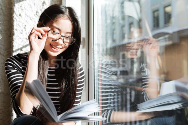 Сток-фото: азиатских · женщину · чтение · книга · окна · очки