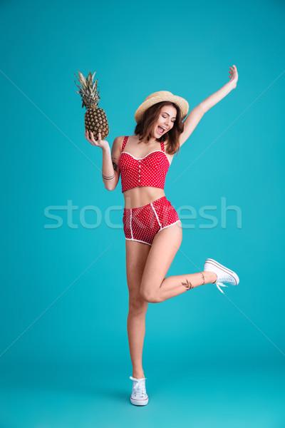 Sorridente jovem senhora em pé posando isolado Foto stock © deandrobot