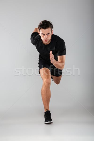Fuerte jóvenes deportes hombre ejecutando aislado Foto stock © deandrobot