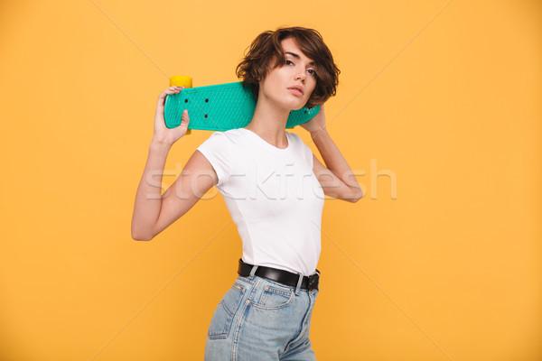 Portret atrakcyjny młoda dziewczyna deskorolka plecy Zdjęcia stock © deandrobot
