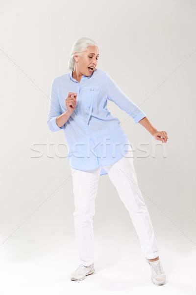 Foto d'archivio: Foto · bella · vecchia · signora · dancing · cantare · bianco