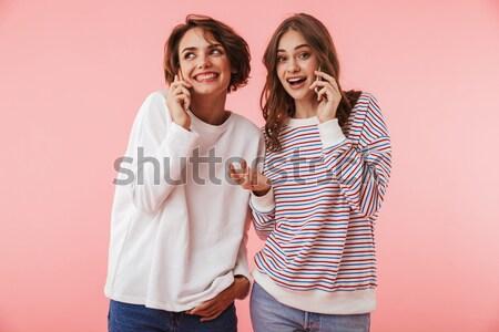 Jonge grappig vrouwelijke vrienden tonen tong Stockfoto © deandrobot