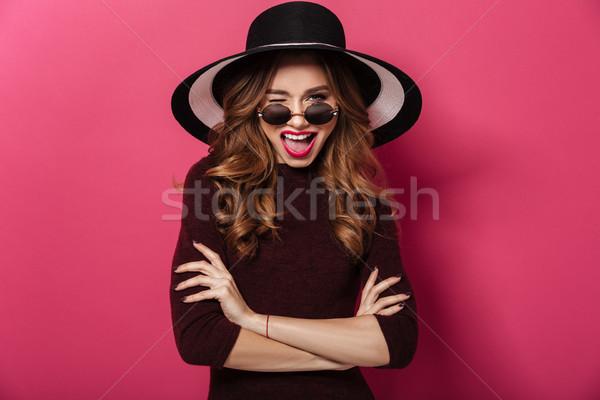 Boldog hölgy visel kalap napszemüveg kacsintás Stock fotó © deandrobot