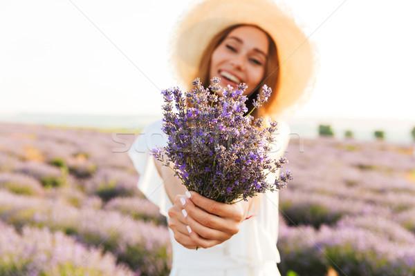 Feliz jovem chapéu de palha lavanda buquê Foto stock © deandrobot