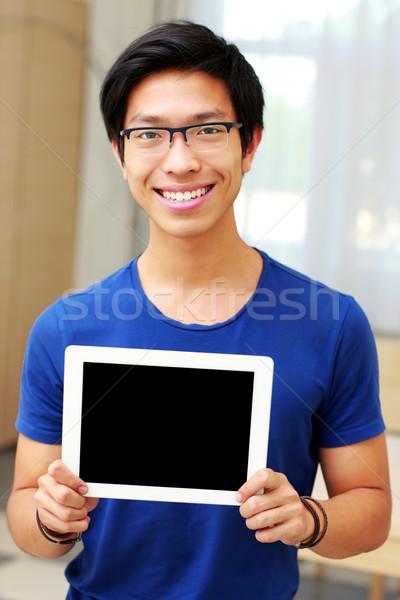 Jovem sorridente asiático homem Foto stock © deandrobot