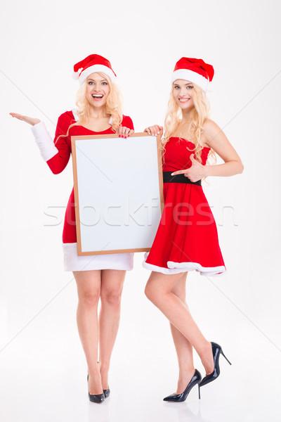 Dwa szczęśliwy piękna siostry bliźnięta wskazując Zdjęcia stock © deandrobot
