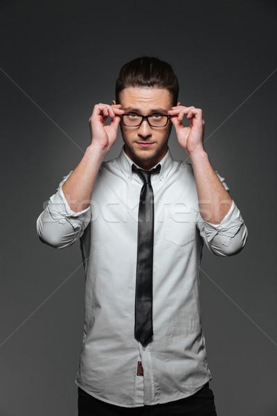 Stock fotó: Fiatal · üzletember · fehér · póló · nyakkendő · szemüveg