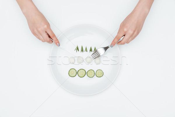 Kezek fiatal nő eszik uborka mozzarella gyógynövények Stock fotó © deandrobot